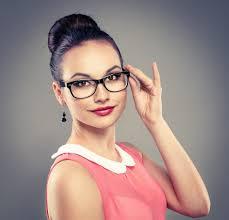 Gözlük takanlara makyaj önerileri